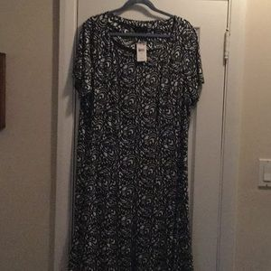 Connected Apparel short sleeve dress.